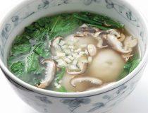 シュンギクと白玉団子の中華スープ